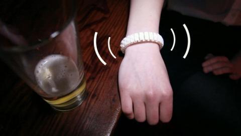 Vive, la pulsera inteligente que avisa a tus amigos si estás borracho.