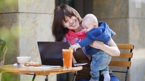 Seis londinenses entregan a su hijo mayor a cambio de WiFi gratis.