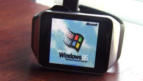 Instalan Windows 95, Doom y Minecraft en reloj Samsung Gear Live.