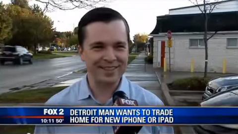 ¿Eres de los que desea hacerse con el nuevo iPhone 6 pero su desorbitado precio se te va de las manos?, ¿qué estarías dispuesto a vender o hacer por comprarte el último smartphone de Apple?  Si te declaras fanático de Apple, seguramente no lo seas tanto como el protagonista que pasamos a mencionar a continuación. Un hombre de Detroit deseoso de tener entre sus manos el último buque insignia de la compañía de la manzana asegura estar dispuesto a intercambiar su casa por un iPhone 6.   No sabemos si