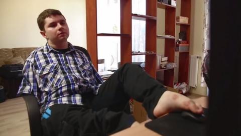 Max Strzelecki, el desarrollador de Warlocks que programa con los pies.
