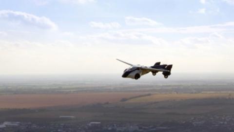 coche volador, más cerca