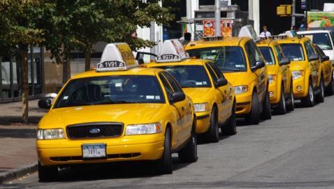 Amazon utiliza taxis para repartir paquetes en una hora