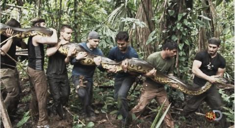 Eaten Alive anaconda devora a hombre