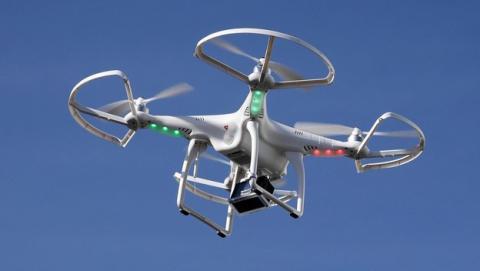 Un drone salva a un trabajador colgado a 10 pisos de altura