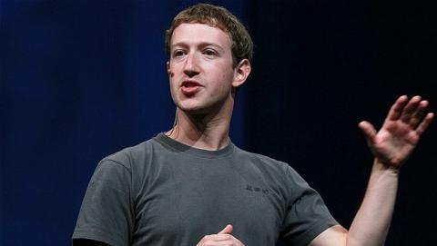 ¿Por qué Mark Zuckerberg viste siempre la misma camiseta?