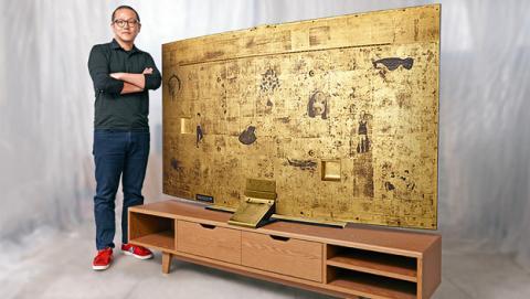 televisor curvo de Samsung lacado en oro