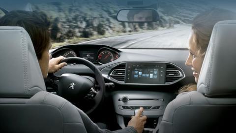 Descubre el puesto de conducción Peugeot I-Cockpit