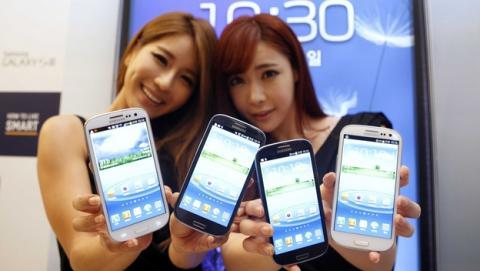 Samsung reducirá un 30% su catálogo de smartphones en 2015 y se centrará en las pantallas curvas.