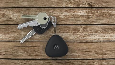 Motorola Keylink, el llavero inteligente que desbloquea tu smartphone iOS o Android, y también localiza móviles perdidos.