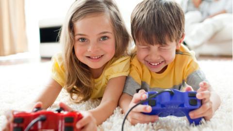 Las mujeres, las mejores creando videojuegos, según estudio