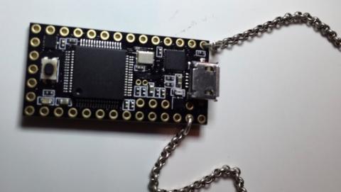 USBdriveby, el collar USB que hackea cualquier ordenador.