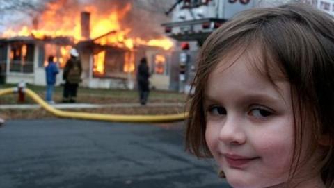 Hombre quema la casa de la mujer que le dejó por Facabook