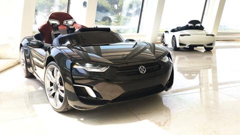 ¿El mejor regalo de Reyes para un niño? Un coche eléctrico con tablet Android, el Henes Broon F8.