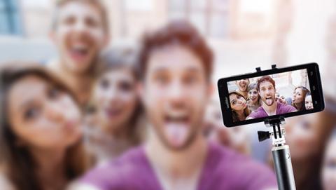 Palo selfie o selfie stick