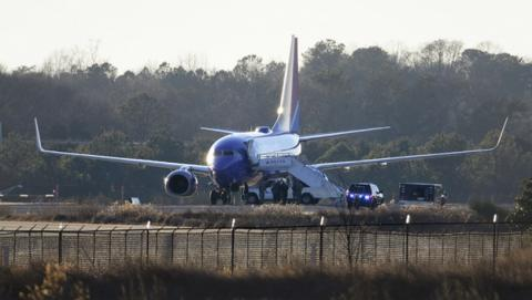 Dos aviones de la compañía Delta aterrizan de emergencia en Atlanta por amenaza de bomba en Twitter.