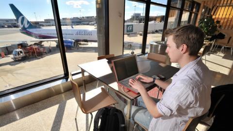 El Wi-Fi gratuito en los aeropuertos y estaciones españoles.