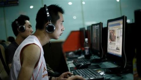 Joven chino se corta la mano para curar adicción a Internet.