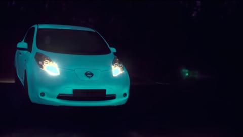 Nissan crea el primer coche que brilla en la oscuridad