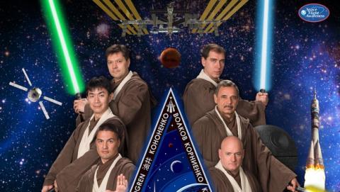 Astronautas de la NASA posan como Maestros Jedi de Star Wars.