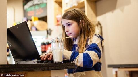 Niña de 7 años hackea una red WiFi pública en 11 minutos.