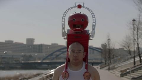 Tomatan, el robot que te alimenta con tomates mientras haces running
