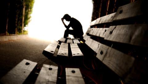 Nueva función en Facebook busca prevenir suicidios