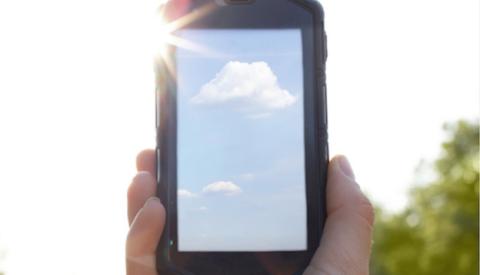 Kayocera lanza un smartphone que podrás cargar con el sol