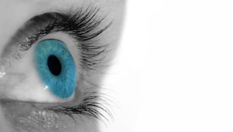 ¿Te gustaría tener ojos azules? Esta técnica lo hace posible