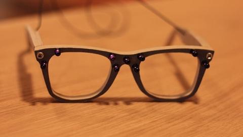 Inventan unas gafas para hacerte invisible ante las cámaras de reconocimiento facial.