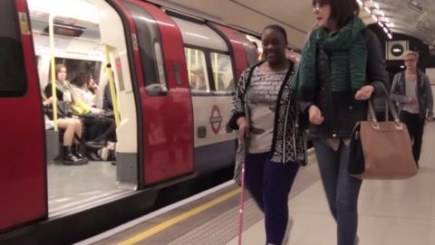 Balizas Bluetooth guiarán a personas ciegas en el metro de Londres.