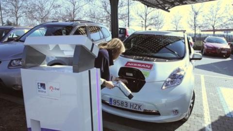 Coches eléctricos ofrecerán electricidad barata a tu casa gracias a Endesa y Nissan.
