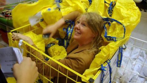 IKEA prohíbe jugar al escondite masivo en sus centros, organizado en Facebook.