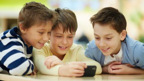 Protege a tu hijo de la información de tu smartphone
