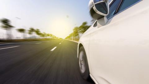 El coche eléctrico de Tesla, el Model S, se conducirá solo