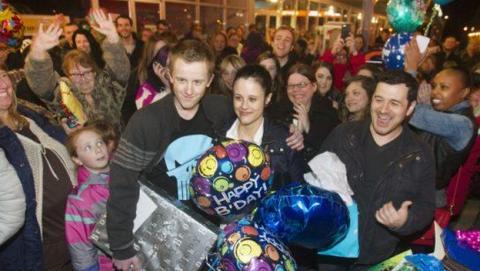 El niño acosado con Síndrome de Asperger, recibe una fiesta de cumpleaños sorpresa de Facebook.