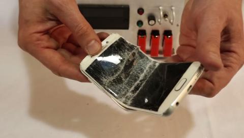 Samsung Galaxy S6 Edge se dobla igual que el iPhone 6 Plus.