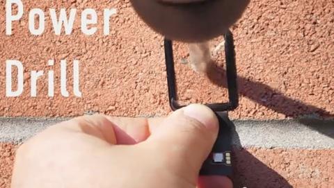 Pantalla de cristal zafiro del reloj inteligente Apple Watch lo resiste todo (vídeo).