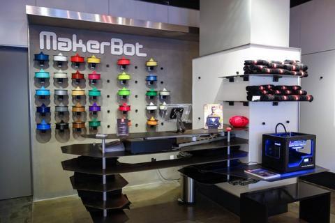 MakerBot cierra tiendas