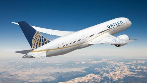 United Airlines impide volar a un investigador por un tuit