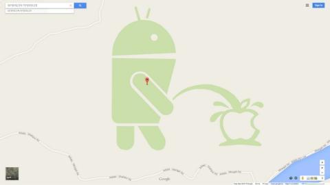 El robot de Android se orina en el logo de Apple en Google Maps.
