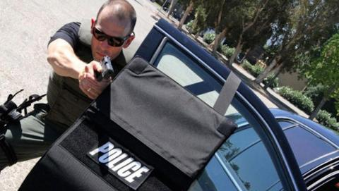 Inventan un maletín antibalas para polícias