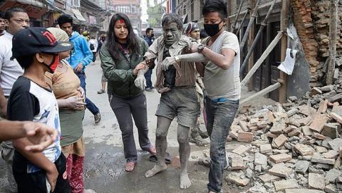 Google y Facebook ayudan a las víctimas del terremoto de Nepal