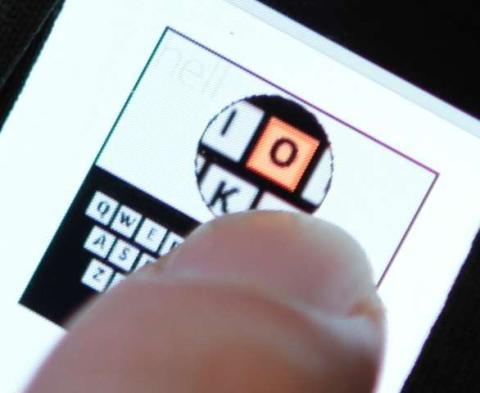 Ejemplo de uso del teclado tan pequeño como un céntimo