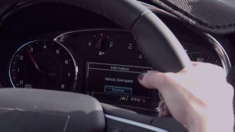 Proponen instalar control parental en los coches para los jóvenes