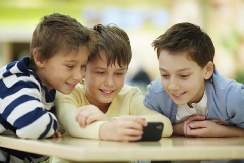Los móviles en el colegio hacen bajar las notas