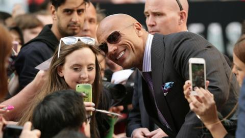 Dwayne Johnson, The Rock, bate el Récord del Mundo de selfies.