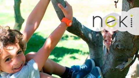 La pulsera Neki evita que los niños se pierdan.
