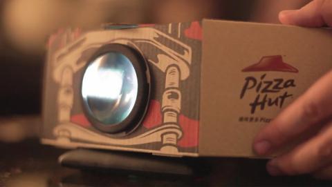 Pizza Hut transforma cajas proyectores cine
