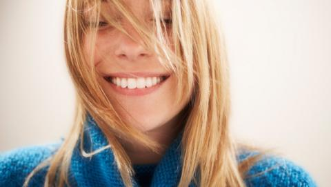 personas transmiten felicidad por olor